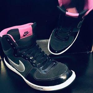 Nike Mid Court Borough